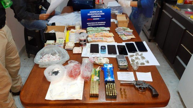 Parte del material secuestrado en los allanamientos de anoche.