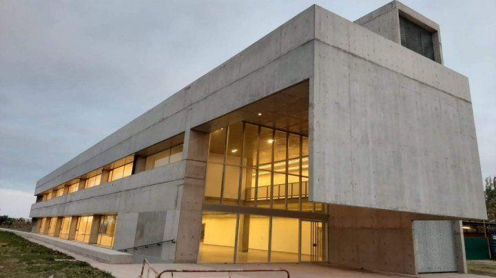 Imponente. El edificio fue bautizado como UNR Innova.