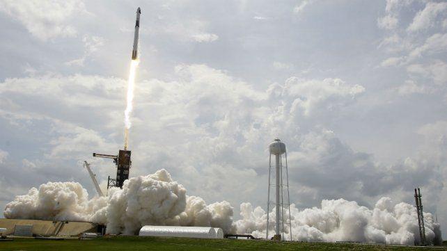 La nave Crew Dragon se acopló con éxito a la Estación Espacial Internacional