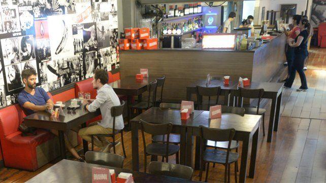 En Rosario, los clientes deberán identificarse para entrar a bares y restaurantes