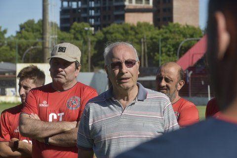 El presidente Eduardo Bulfoni sigue trabajando con la comisión en poder saldar la deuda con el plantel.
