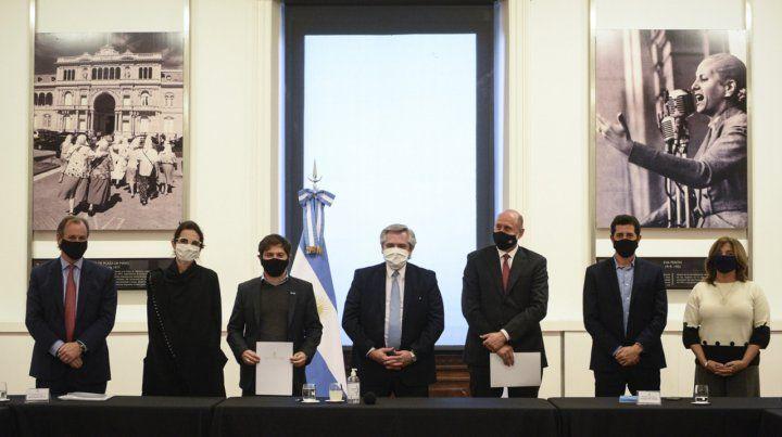 Perotti firmó un acuerdo con la Nación para dinamizar la construcción