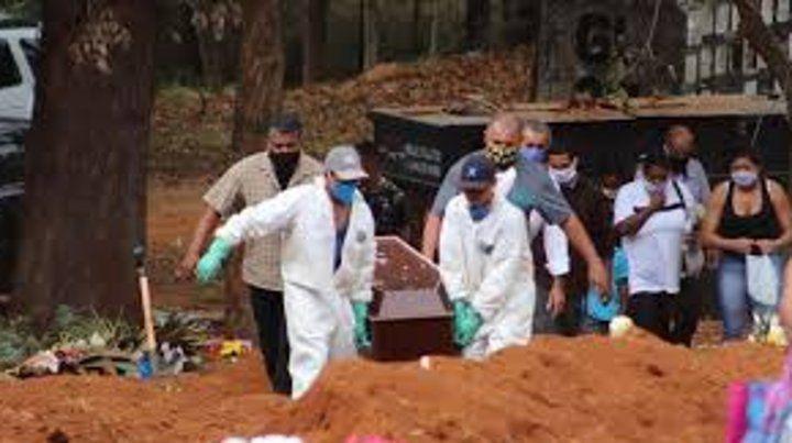 Brasil tuvo un récord de 1.262 muertos en 24 horas