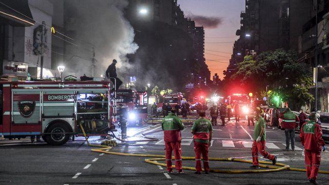 Al menos dos muertos y 12 heridos al explotar una perfumería en Villa Crespo