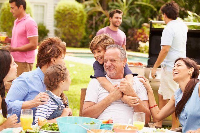 Autorizan nuevas actividades en Rosario y Santa Fe, entre ellas reuniones familiares y reapertura de bares y restaurantes