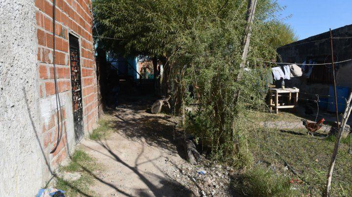 En el fondo está la casa donde prendieron fuego a Vanesa. (Foto: Francisco Guillén)