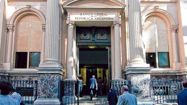 Control. El Banco Central logró desinflar la especulación en mercados paralelos. Reunión con la UIA.