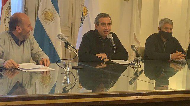El intendente Pablo Javkin durante la rueda de prensa de estwe mediodía.