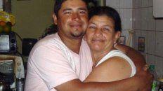 Mercedes Delgado y su hijo Juan Ponce.