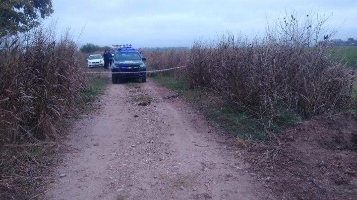 La policía de Roldán trabaja en el lugar del hecho.