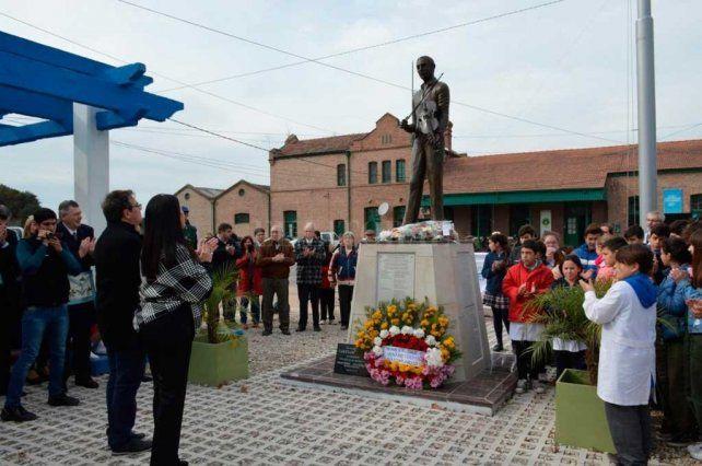 El monumento al músico y compositor uruguayo Cayetano Silva en Venado Tuerto.