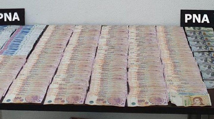 Una gran cantidad de dinero en efectivo se logró secuestrar en los allanmientos.