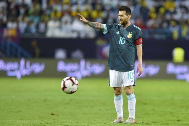Según Solari, Messi marca el camino de la selección argentina.