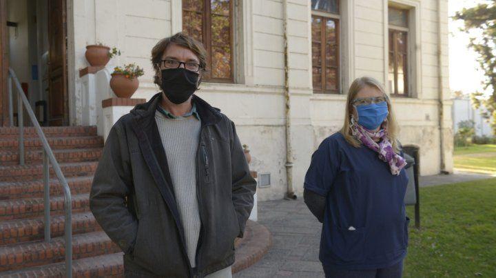 Mariano y María Inés son epidemiólogos y están al frente de los consultorios para casos de coronavirus en el Hospital Carrasco.