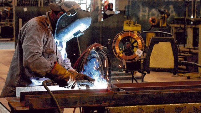 Fábricas en marcha. Las expectativas industriales son negativas pero parecen haber tocado piso en abril.