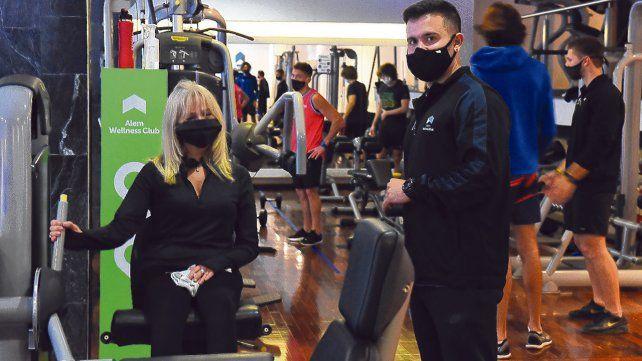 Con barbijo. Los gimnasios reabrieron sus puertas en toda la provincia con grupos reducidos y medidas preventivas.