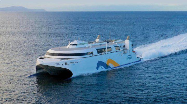 Una de las embarcaciones que volverán a cruzar diariamente el Río de la Plata.