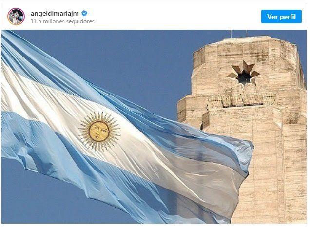 Angel Di María y su posteo de la bandera argentina, con el Monumento de fondo.