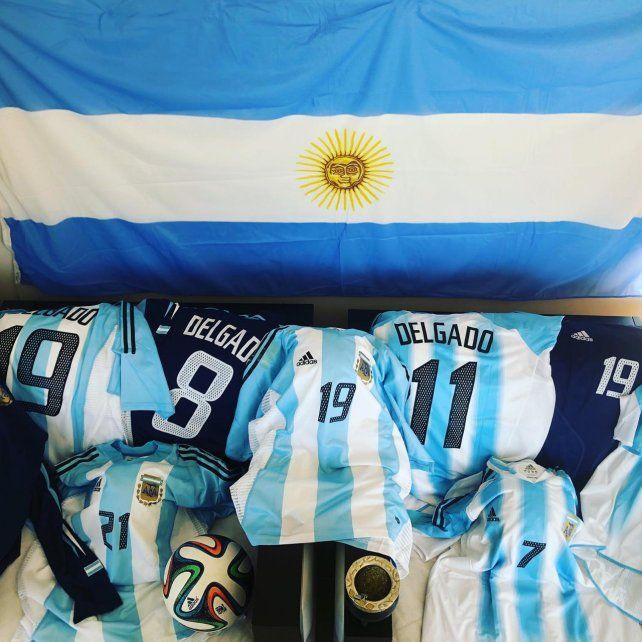 El Chelito Delgado vistió mucho la camiseta nacional y no se privó de mostrarlas en el día patrio.