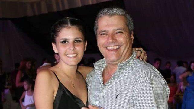 Felicidad. Roberto junto a su hija mayor, que estudia medicina.