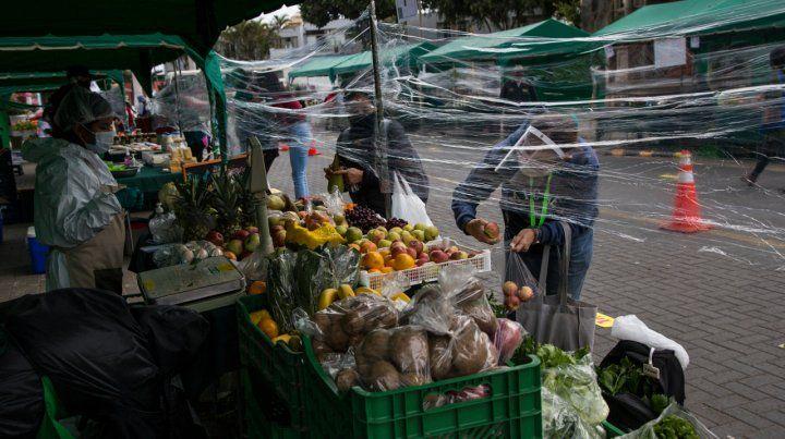 Perú sufre 250 mil contagios y la peor caída económica en 100 años