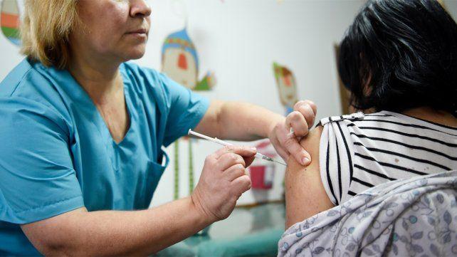 Aseguran que en Rosario se agotaron las vacunas antigripales