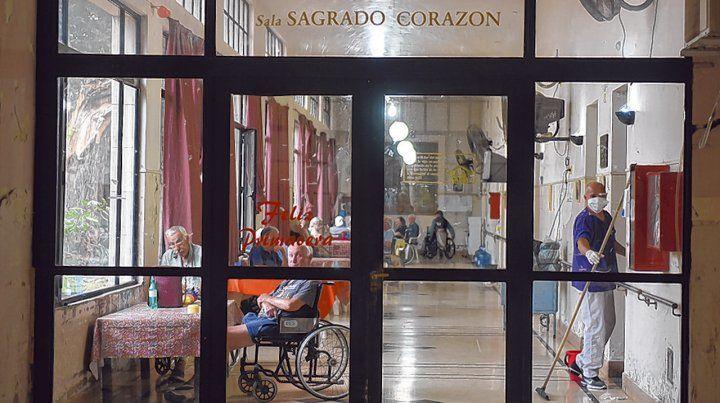 mayores cuidados. En Rosario hay más de 5 mil adultos mayores viviendo en geriátricos.