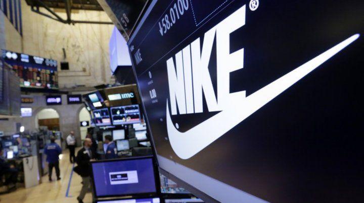 Nike anunció que sus ingresos cayeron un 38% y que perdió 790 millones de dólares