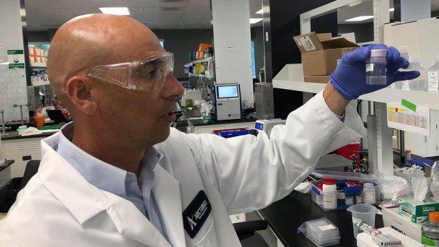 El biólogo rosarino Rodrigo Yelin en el laboratorio de biotecnología Arcturus Therapeutics de California.