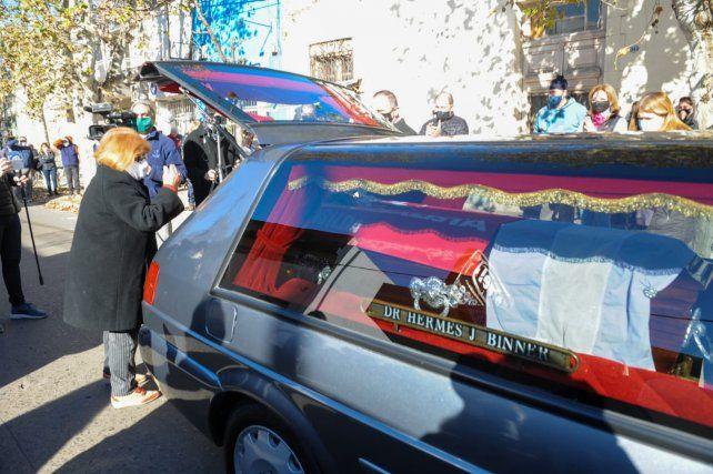 El féretro con lo restos del exgobernador a punto de ser trasladado a San Lorenzo