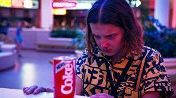 """Escenario. En Stranger Things enmarcan la época con la aparición de la """"New Coke""""."""