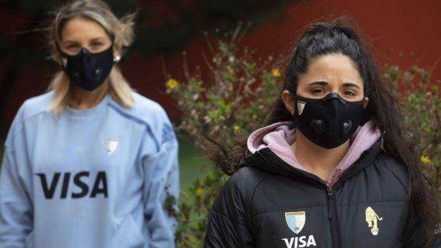 MicaelaRetegui y María JoséGranatto en la vueltapasajera al Cenard.