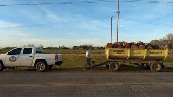 Desde localidades vecinas llevaron cinco mil kilos de leña a Carreras.