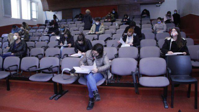 Con tapaboca y distanciamiento, la UNR realizó el primer examen final presencial del país durante la pandemia
