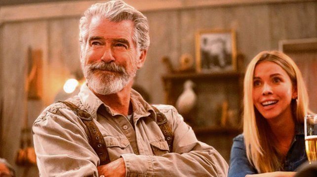 padre gruñón. Pierce Brosnan, con un personaje atípico en su carrera.