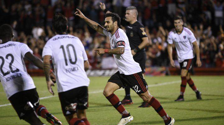 Un grito de gol de Nacho Scocco con la camiseta de Newells. Los hinchas quieren verlo pronto con la 32 rojinegra.