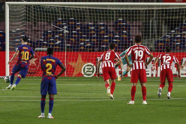 Con una definición exquisita Messi alcanzó los 700 goles en su carrera profesional