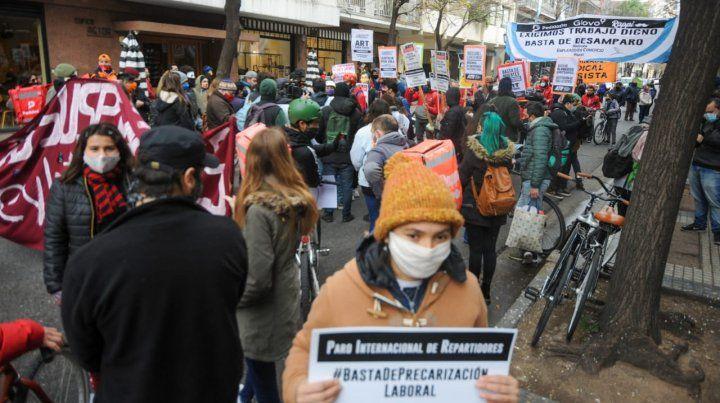 Trabajadores precarizados marcharon por el centro en reclamo de derechos laborales