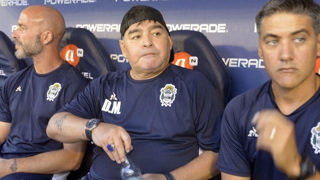 Maradona podría dirigir a España en el Mundial de Qatar si Torres llega a la presidencia de la Federación Española.