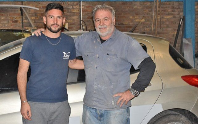 Dos profesiones: Arquero y mecánico junto a Miguel (padre).