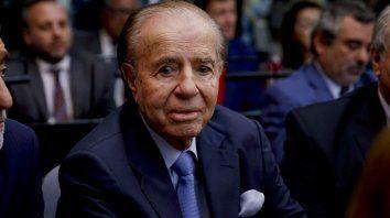 El expresidente Carlos Menem está internado desde anoche en el sanatorio Los Arcos.