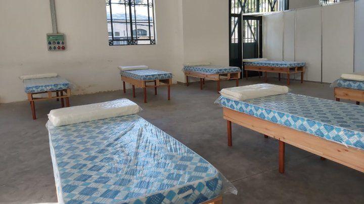 El centro de aislamiento de la ex Rural se utiliza como un refugio donde pernoctar par gente en situación de calle.