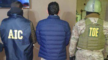Allanaron la casa de un hombre vinculado a Pillín Bracamonte y quedó detenido