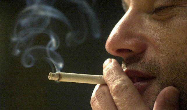 Alertan sobre el riesgo de fumar asociado a la transmisión de coronavirus
