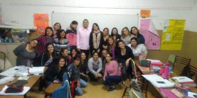 En el colegio. Di Iulio dio clases en los colegios Los Arroyos y Medalla Milagrosa.
