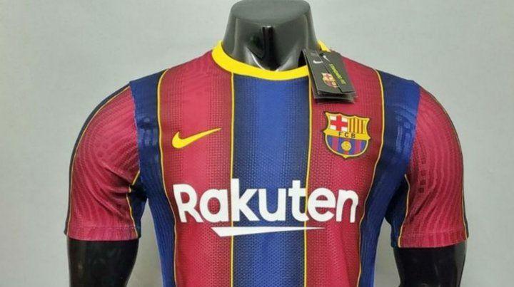 Retiran del mercado las nuevas camisetas de Barcelona porque destiñen