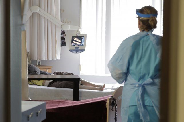 El sexto caso fatal en Santa Fe fue confirmado por el Ministerio de Salud.