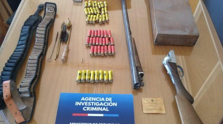 Armas y municiones también fueron parte de lo secuestrado.