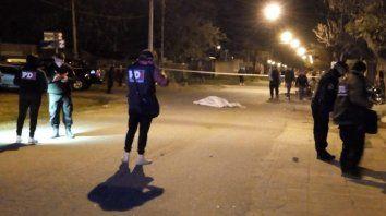 Acribillaron a balazos a un muchacho de 21 años en la puerta de su casa de zona sur
