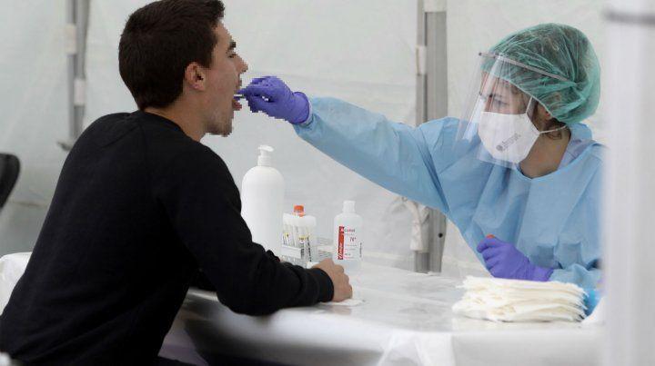 Setenta y cinco personas murieron y suman 1.582 víctimas por coronavirus en el país